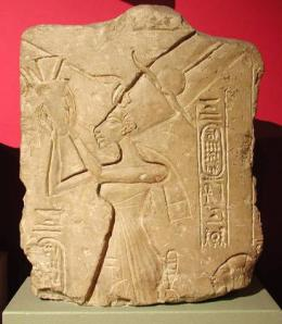 Queen_Nefertiti,_Limestone_relief