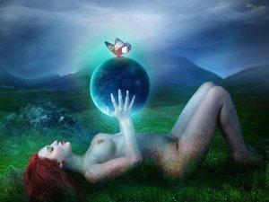 mother_earth_by_deadlulu-d4oauin